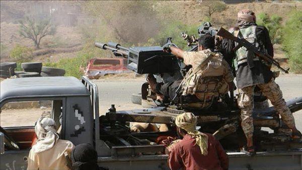 قتلى وجرحى في قصف للحوثيين على مسجد للجيش بمعسكر كوفل