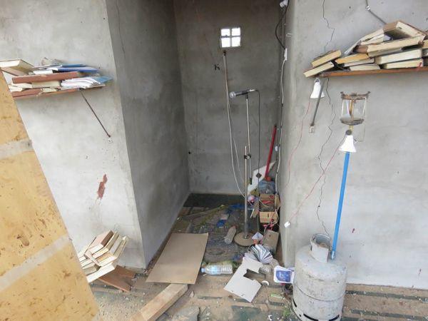 صورٌ تظهر حجم الدمار الذي لحق بمسجد كوفل والمباني المجاورة نتيجة استهدافه من قبل الحوثيين
