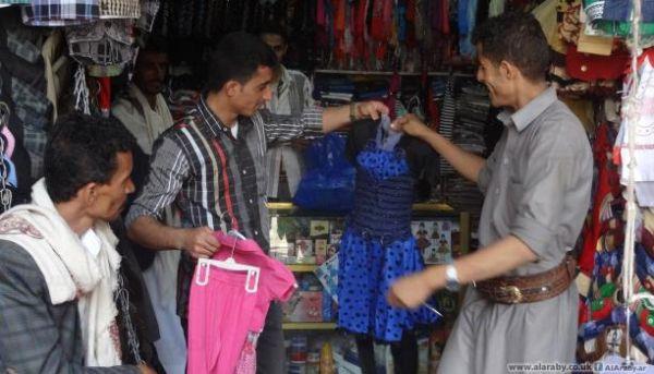 c3e2e846f333d المبادرات الشبابية تخفف معاناة أطفال اليمن في توفير ملابس العيد ...