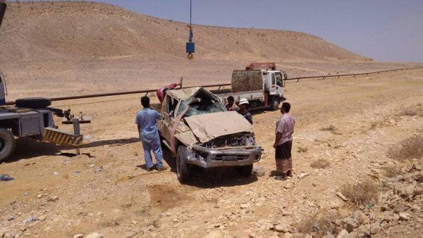 حضرموت.. وفاة جندي وإصابة آخرين في انقلاب طقم عسكري كان يرافق موكب بن دغر