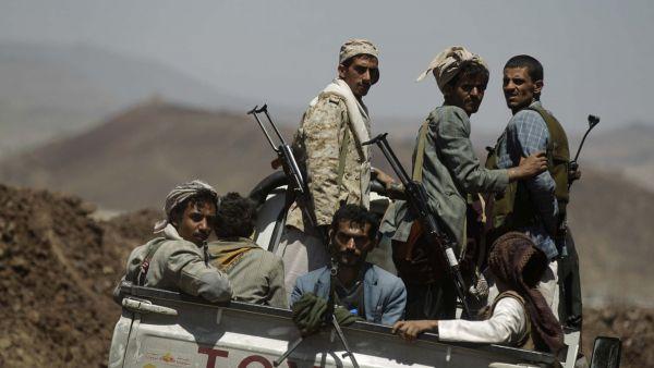 عمران .. مليشيا الحوثي تعتدي على أحد المواطنين وتختطفه إلى مكان مجهول