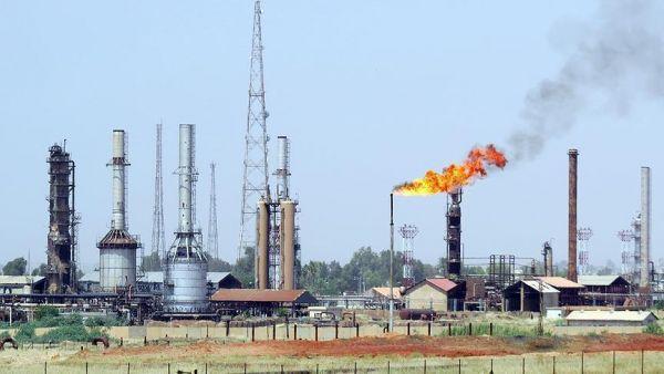 إيران تجني 5 مليارات دولار سنويا من حقول النفط مع العراق