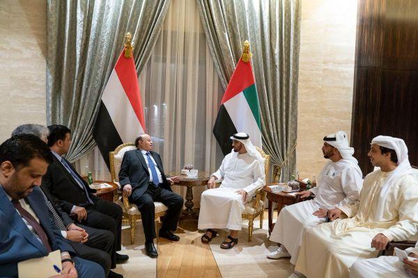 الرئيس هادي يصل أبو ظبي ويلتقي محمد بن زايد بعد فترة من توتر العلاقات