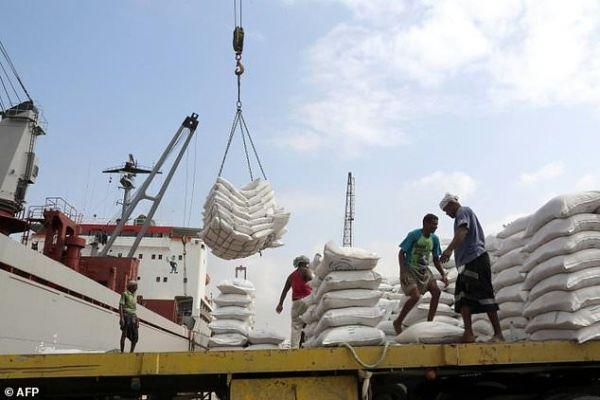 خنق واردات اليمن... حرب اقتصادية بجانب معركة الحديدة