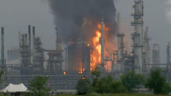  الحوثيون يعلنون استهداف أرامكو بالرياض والشركة تقول إنه حريق وسيطرت عليه
