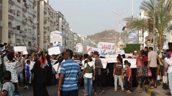 ارتفاع الأسعار في عدن يُعمق معاناة المواطنين وموظفون يبحثون عن بدائل  (تقرير)