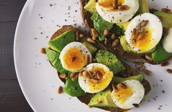 هكذا تؤثر الأطعمة الغنية بالكوليسترول الجيد على حياتك
