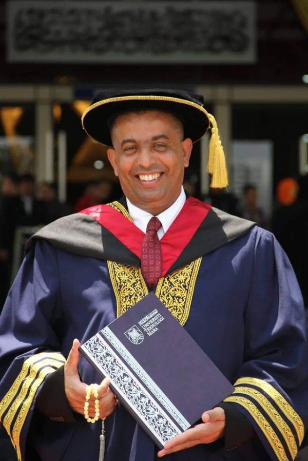 الزميل فيصل علي يحصل على شهادة الدكتوراه في الإعلام من جامعة (UiTM) الماليزية
