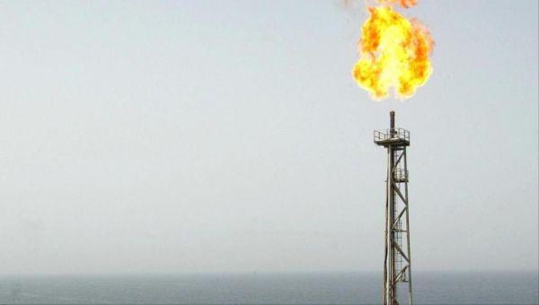واشنطن تسمح لـ 8 دول بشراء النفط الإيراني