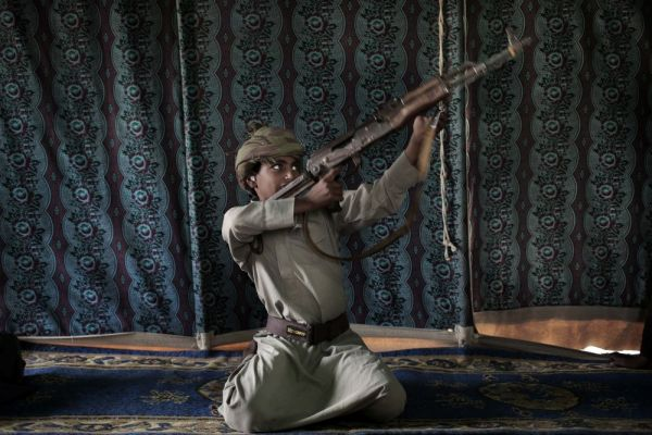 تحقيق لوكالة أسوشيتد برس يكشف فظائع وحشية من تجنيد الحوثيين للأطفال (ترجمة خاصة)