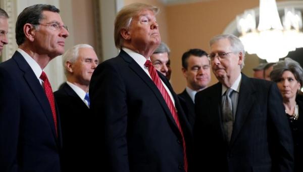 ضرب الطاولة وخرج.. ترامب يغادر اجتماع قادة الكونغرس غاضبا