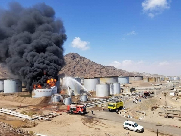 تقاعس التحالف من التهام النيران لخزانات مصافي عدن يثير تساؤلات اليمنيين
