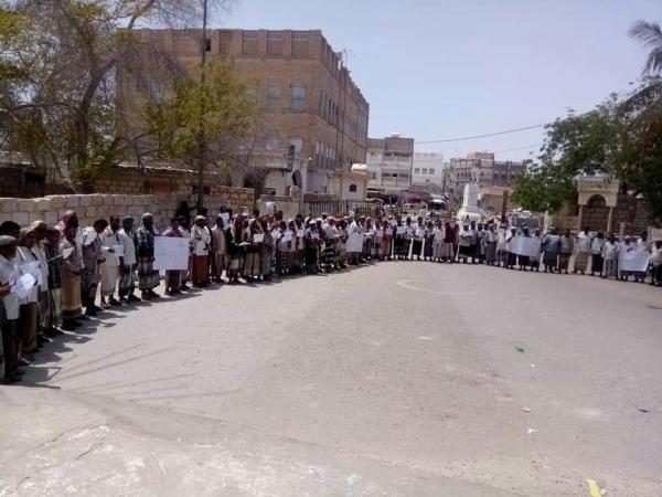 وساطة قبلية تنجح في رفع إضراب معلمي الوادي والصحراء بحضرموت