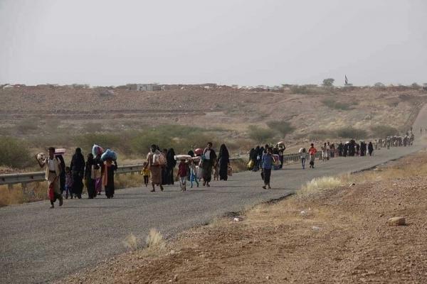 شبح العطش يخيم على حجور وحصار حوثي يمنع وصول الماء (تقرير خاص)