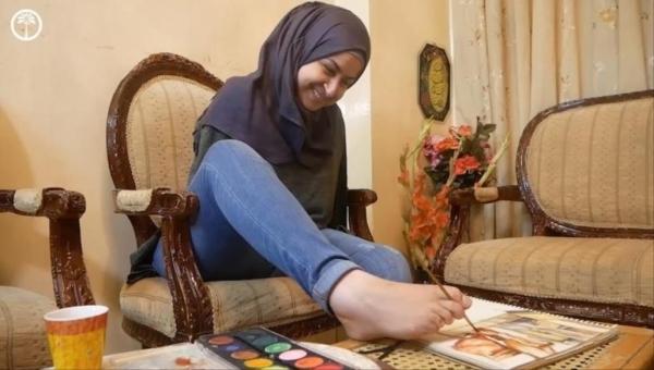 الفن أقوى من المستحيل.. رسامة سورية بلا ذراعين