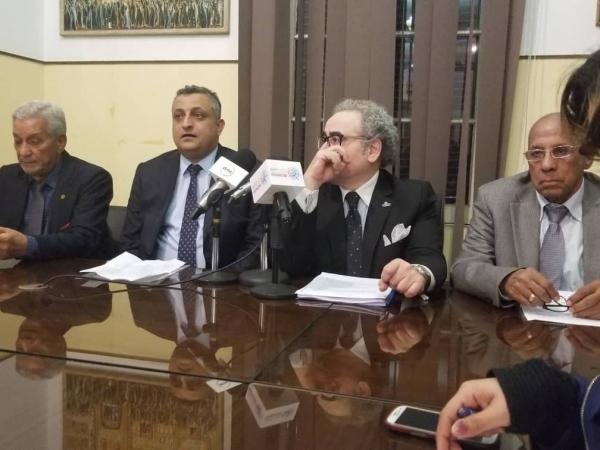 """الإعلان في مصر عن فوز الشاعر المقالح بجائزة """"أمير الشعراء"""" شوقي"""
