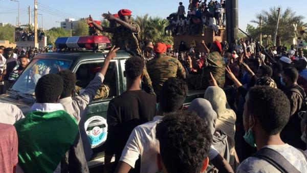 السودان.. محاولات لفض اعتصام القيادة العامة بالخرطوم