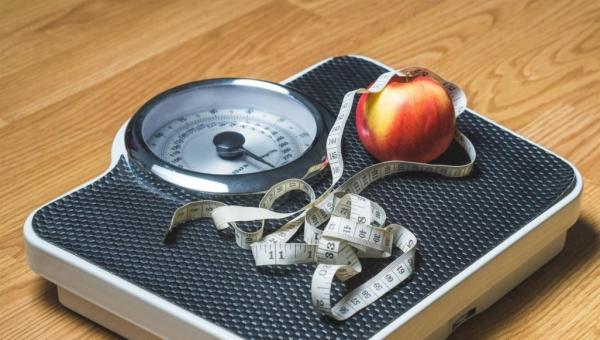اصعد على الميزان يوميا للحفاظ على الرشاقة وحتى فقدان الوزن