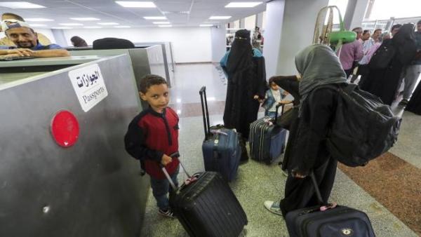 تجارة الجوازات اليمنية.. معاناة على أبواب السفارات في انتظار إتمام المعاملات