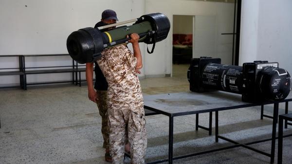 فضائح كشفتها الصواريخ.. كيف وصلت أسلحة أميركا لحفتر والقاعدة باليمن؟