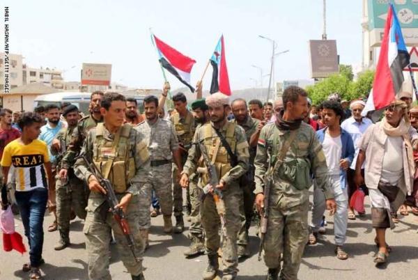سجال بين كاتب سعودي وخبير عسكري إماراتي عن مصير وحدة اليمن وانقلاب الانتقالي