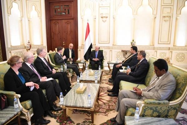 هادي يلتقي مسؤولاً أمريكيا والأخير يؤكد دعم واشطن لوحدة اليمن وشرعيته