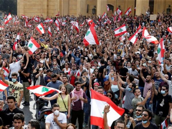 لبنان.. اعتصامات بالشوارع ومشاورات سياسية لحل الأزمة