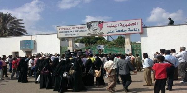 عدن.. مسلحون يختطفون طالباً جامعياً بعد خروجه من كلية الآداب