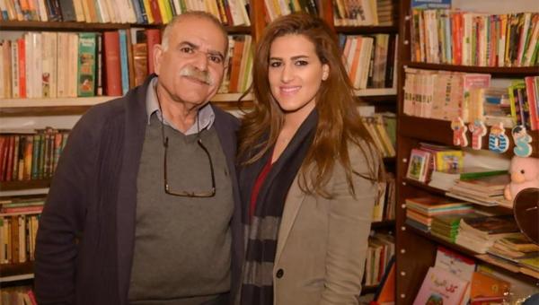 حققت حلم والدها.. شابة لبنانية تحول بقالة صغيرة إلى مكتبة عريقة وصالون أدبي