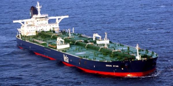 وصول باخرة إلى رصيف ميناء الزيت بعدن على متنها 7800 طن من الديزل