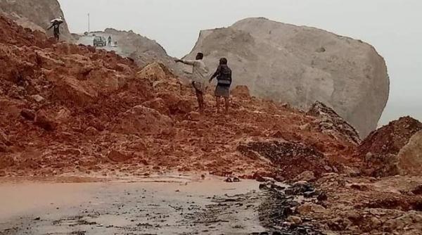 رئيس الوزراء يوجه باعتماد مبلغ طارئ لمواجهة آثار المنخفض الجوي في سقطرى