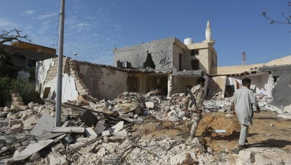 تجدد الاشتباكات بطرابلس.. صحيفة إيطالية: آلاف المقاتلين الروس وصلوا ليبيا لدعم حفتر