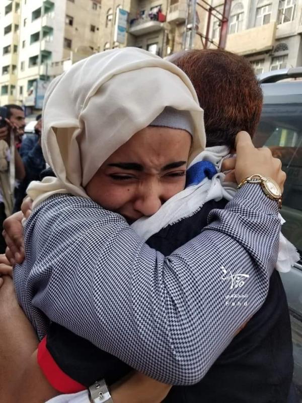 الإفراج عن مختطفين لدى الحوثي في تعز.. عودة تثير الجدل والتساؤلات