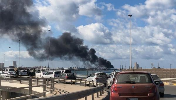 100 رحلة و6 آلاف طن.. الوفاق الليبية تكشف تفاصيل نقل أسلحة وذخائر إماراتية إلى حفتر
