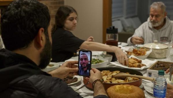 في زمن كورونا.. تطبيقات تجمعك بعائلتك في رمضان دون مغادرة المنزل