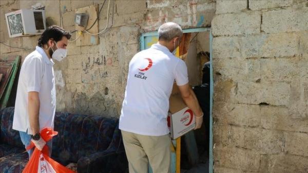 الهلال الأحمر التركي يواصل توزيع سلال غذائية في اليمن