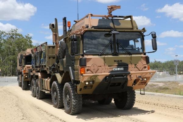 أحرج حكومة ميركل.. تحقيق يكشف كيف حصل حفتر على شاحنات عسكرية ألمانية