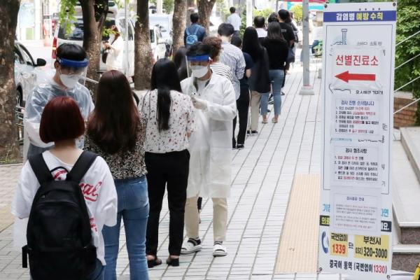 كورونا عالميا.. بؤر جديدة في كوريا الجنوبية وقفزة قياسية بالهند وحصيلة 3 حروب بأميركا وضحايا جدد بين أطباء مصر