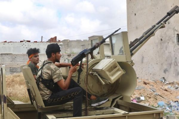 ليبيا.. قوات حفتر تتراجع جنوبي طرابلس والكشف عن عملية فاشلة لمرتزقة بريطانيين