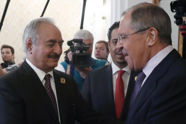 اتصالات دولية لحل الأزمة الليبية.. صور تمجد روسيا على جدران طرابلس