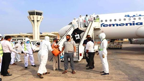 مطار عدن يستقبل 149 يمنيا من العالقين في الأردن