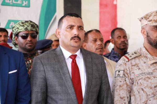 محافظ سقطرى يصل الرياض قادما من المهرة على متن طائرة سعودية
