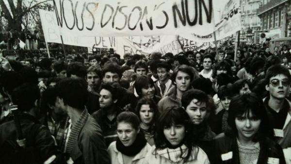 الحركات الطلابية: تاريخ صغير من الانتصار والعنف