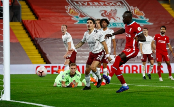 ليفربول يهزم أرسنال ويحتفظ بالعلامة الكاملة