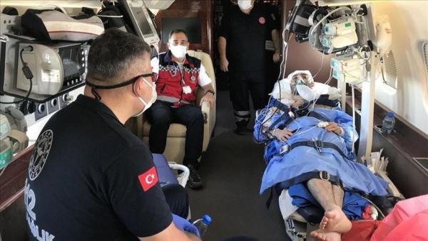 طائرة إسعاف تركية تنقل موظف الهلال الأحمر المصاب من مدينة عدن إلى أنقرة