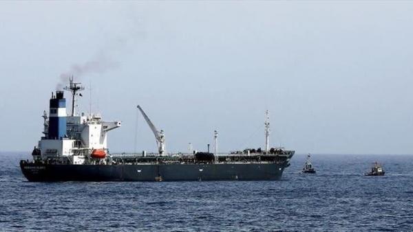 إيران تحتجز سفينة محملة بـ