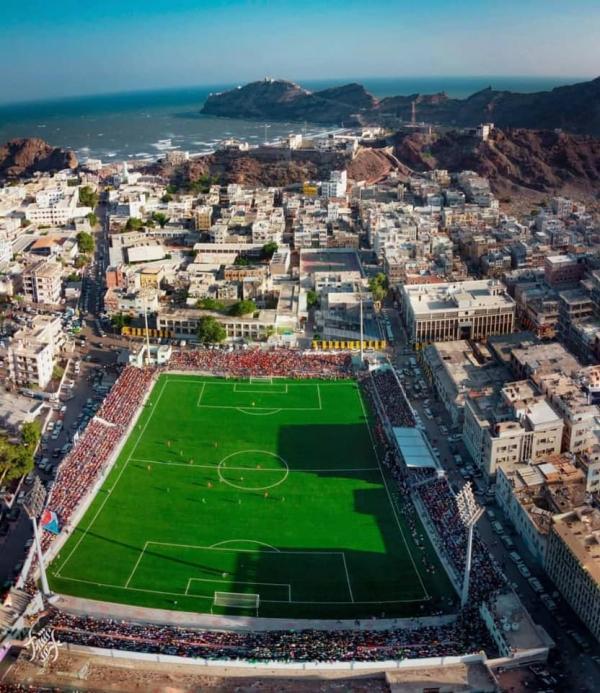 """الحكومة تفتتح ملعب """"الشهيد الحبيشي"""" في عدن رسميا"""