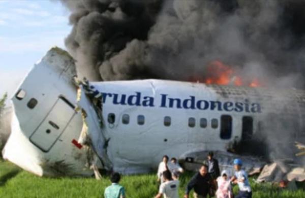 تحطّم طائرة إندونيسية تقل 50 راكبا