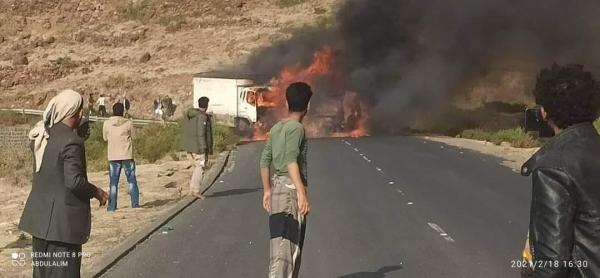 تفحم الجثث.. حادث مروري مروع يودي بحياة 13 شخصا في محافظة إب