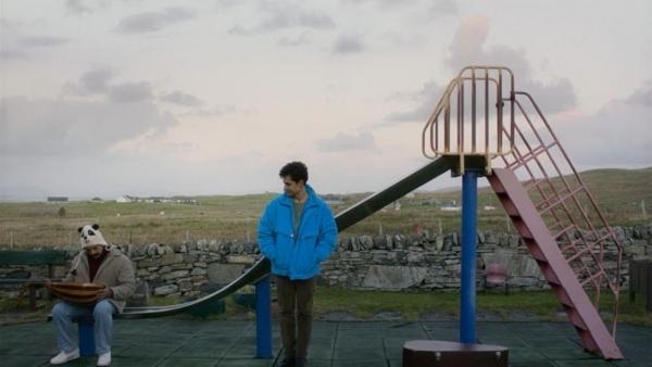 """""""التيه"""".. مأساة عازف عود سوري على جزيرة أسكتلندية"""